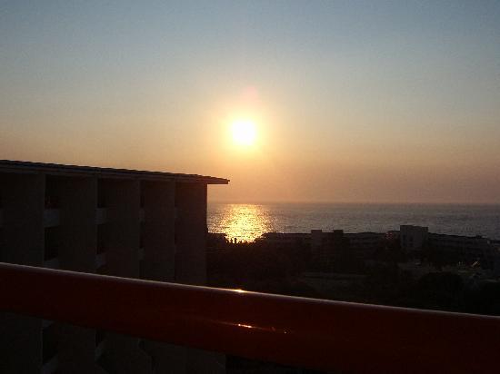 Sea Pearl Otel: The sun going down on Kusadasi