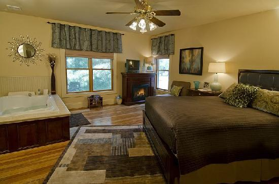The Miller's Daughter Bed and Breakfast: Viola's room