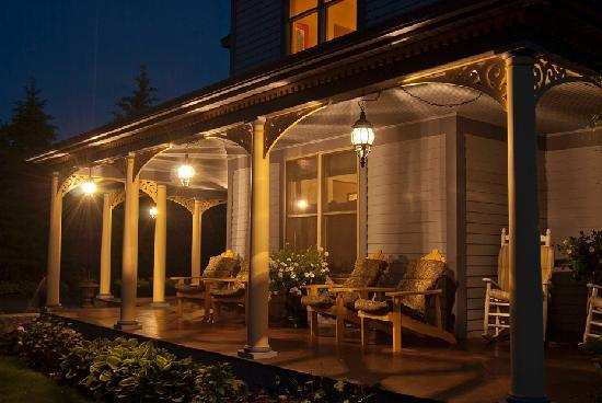 The Miller's Daughter Bed and Breakfast: Enjoy a night visit on the porch
