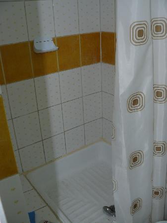 Hotel Delta: Bathroom