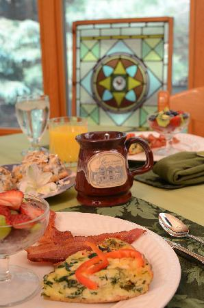 The Miller's Daughter Bed and Breakfast: Enjoy a full breakfast each morning in the dining room or sunroom
