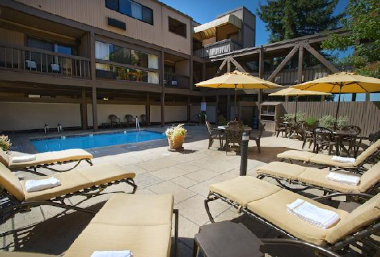 Best Western Plus Inn At The Vines: Pool Area
