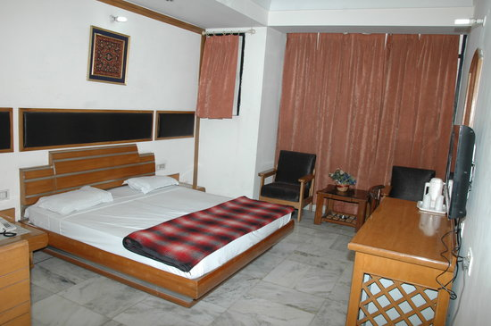 Hotel Harbans Residency