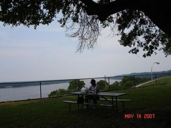 Natchez, MS: Bluff Park overlooking The Mississippi River