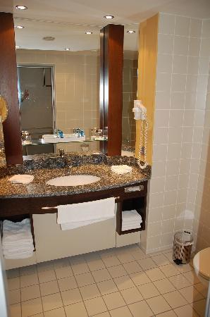 Dorint Hotel Frankfurt-Niederrad: Badezimmer