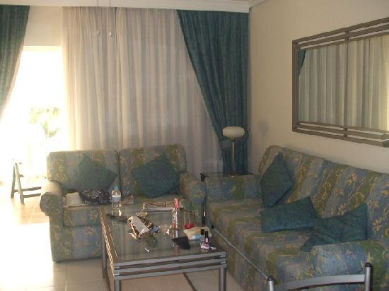Regency Torviscas Apartments and Suites : The living area (excuse the mess!)