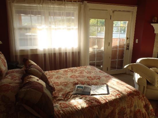 Old Town Guesthouse B&B: Oriental Poppy Bedroom