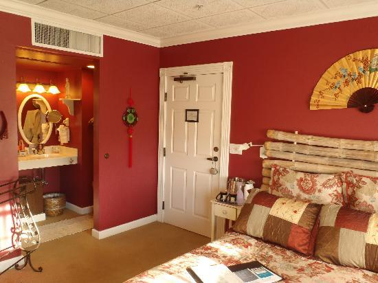Old Town Guesthouse B&B: Oriental Poppy Bedroom