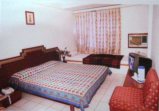 Hotel Aditya International : Adhitya Hotel