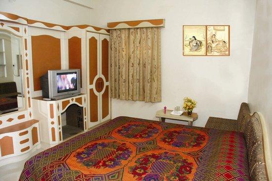 Bharat Niwas Hotel