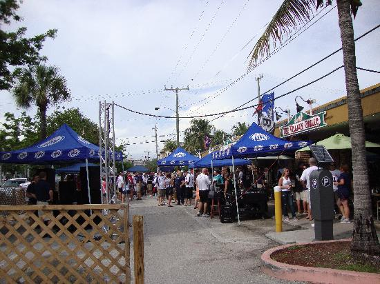 Beachside Village Resort: Getting ready for the buses to the game