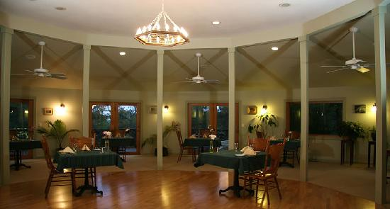 Old Crocker Inn: Expansive dining room - great for meetings as well