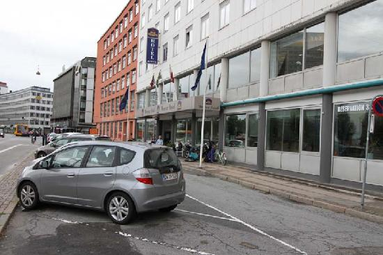 ProfilHotels Mercur Hotel : SOME parking is available right out front
