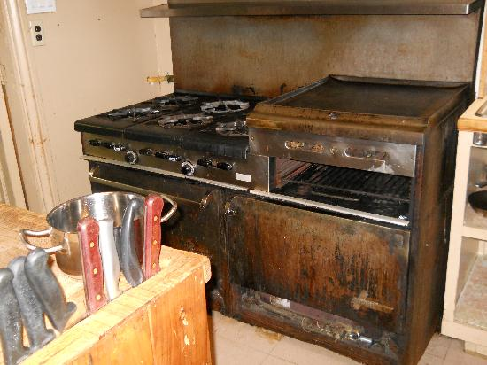 Chalet Auberge Castello: cuisinières commerciales