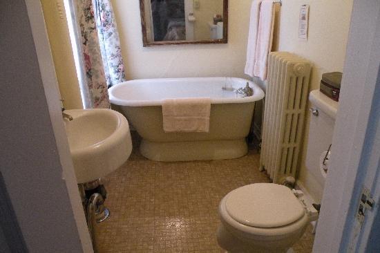Hotel Wolf: small bath