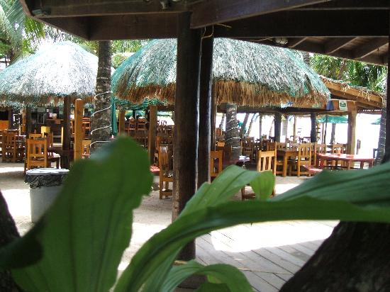 Bananarama Beach and Dive Resort: Restaurant & Bar