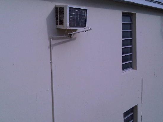 Frigate Bay Resort: poor AC unit