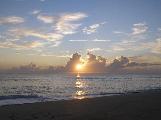 Seashell Suites Resort: Sunrise!