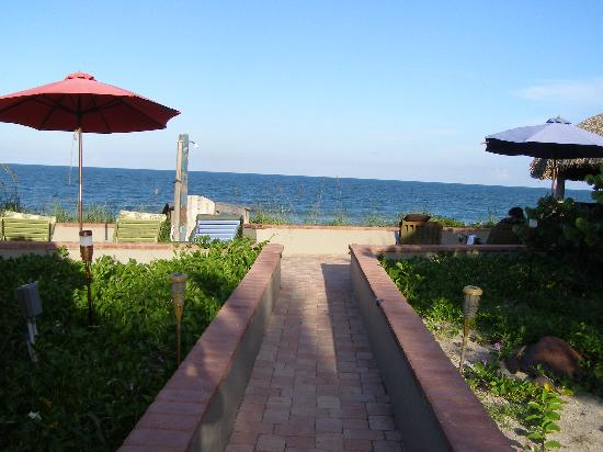 Seashell Suites Resort: To the beach!