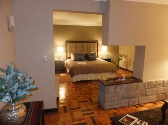 La Lune One Suite Hotel Cusco: The suite upon entry.