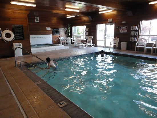 Hampton Inn Idaho Falls At the Mall: pool and hot tub area