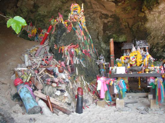 PhraNang Cave Beach: Penis Shrine