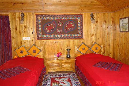 Samthar Farm House: Cottage interior