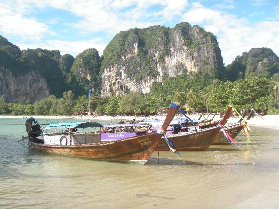Railay Beach: Longtails on the beach