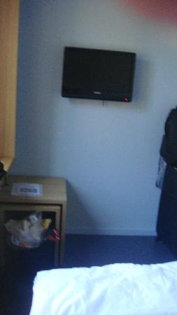 Hotel Marta: televisor de costado para quedar torcidas