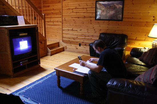 Sunrise Log Cabins: The living room
