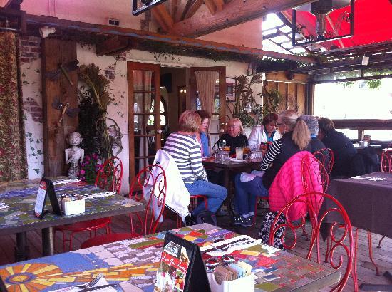 Robin's Restaurant: Outdoor dining at Robin's