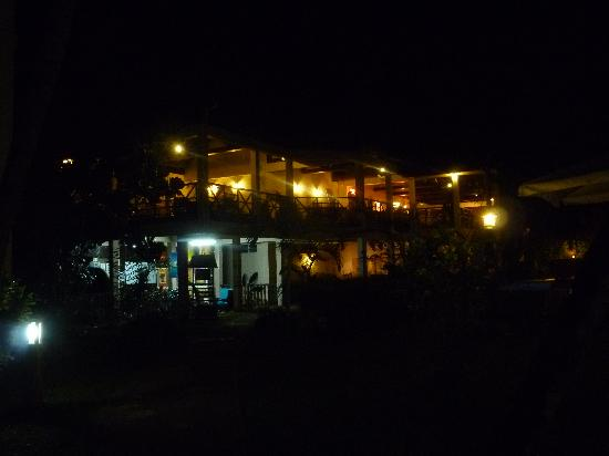 Royal Beach Hotel: Night view of main dining room