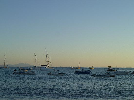 Royal Beach Hotel: View of boats along shore