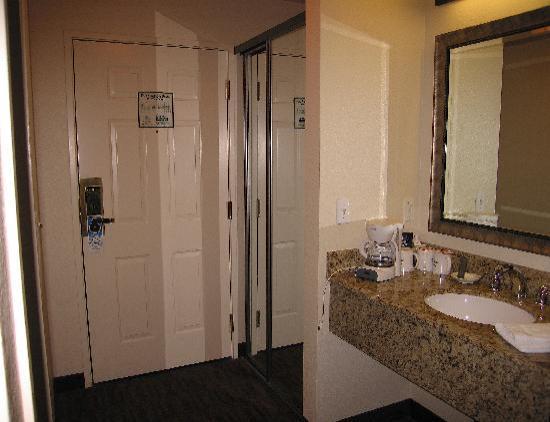 Granzella's Inn : Entry and Counter