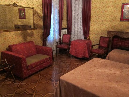 伯納第賽蒙薩托飯店照片