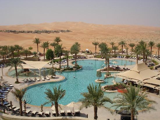 Qasr Al Sarab Desert Resort by Anantara : Piscine de l'hôtel