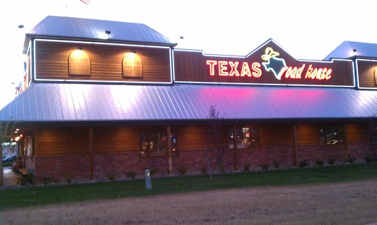 Texas Roadhouse: How building looks from main road