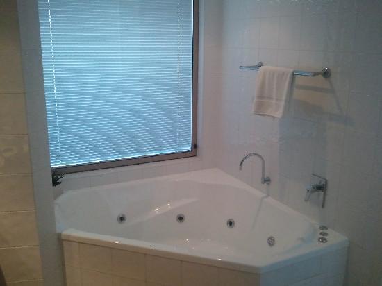 Clarion Hotel Mackay Marina: Spa bath