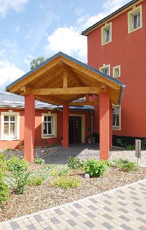 Pytloun Travel Hotel : exterior
