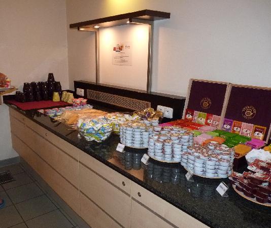 Exe City Park Prague: breakfast spread