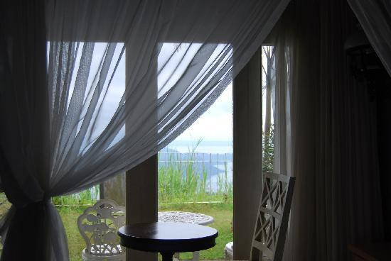 Joaquin's Bed and Breakfast : Taal Lake View from the Room