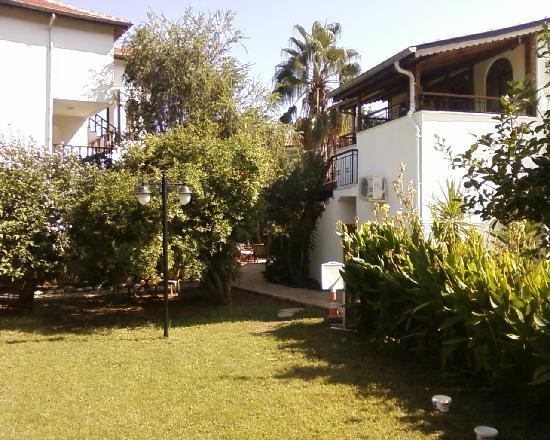 Aida Hotel: Gardens