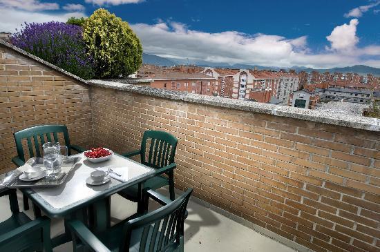 Bonitas terrazas fotograf a de sercotel apartamentos mendebaldea pamplona tripadvisor - Terrazas bonitas ...