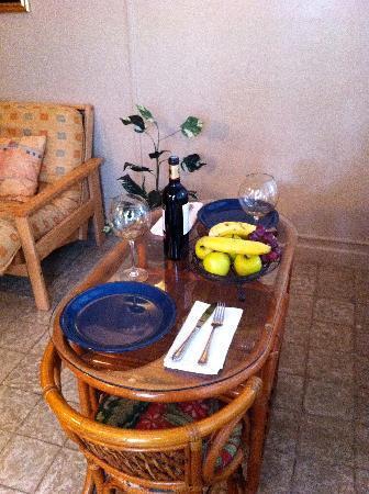 Coqui del Mar Guest House: La Luna Dining Area