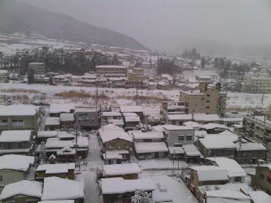 Ryokan Biyunoyado: View from our balcony. Love the white snow covering the rooftops