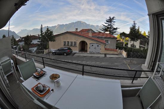 Belalp: Vista desde la terraza, donde se puede desayunar y pasar el rato