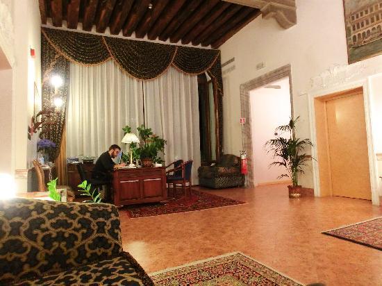 Ca' Bauta: reception lobby area