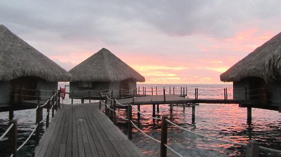 Le Meridien Tahiti : Amazing sunset