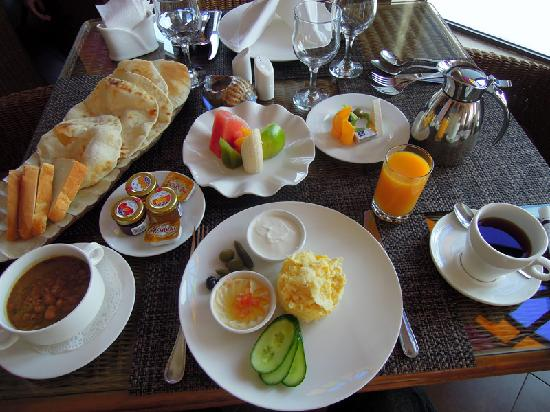 Hotel Souq Waqif: Great breakfast, presented as art on a plate!