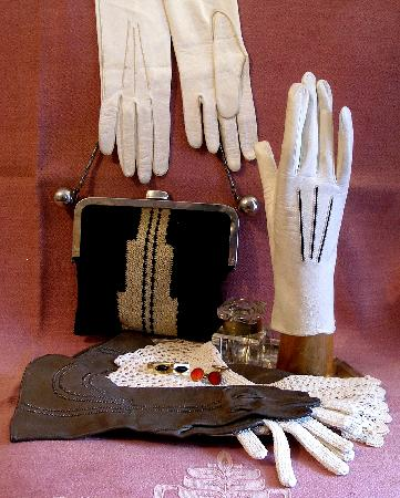 Antique Ahasver: Gloves of all kind